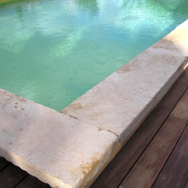 détail margelle piscine