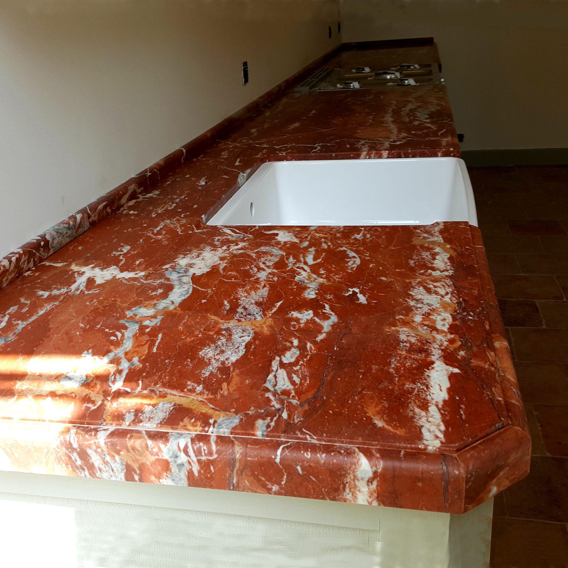 cuisine marbre rouge de Caunes