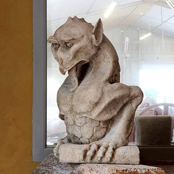 chimère dragon griffon gargouille sculpture en pierre de taille